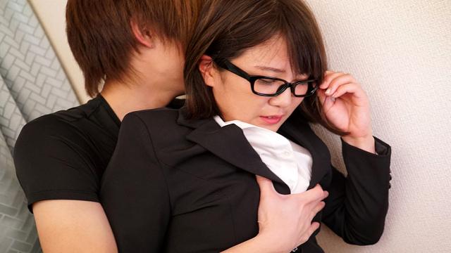1Pondo 091118_741 glasses take off your pants obscene nipple to the OL Yumi Kashiwagi