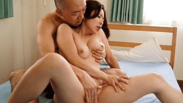 MADONNA JUY-429 Rushing Sexual Intercourse Starting From Reunion Of Wet Sheeting Yuko Shiraki