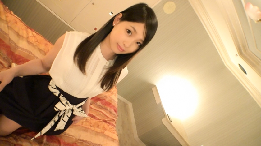 SIRO-3879 A beautiful face outside work that attracts beauty receptionist. Neat gap gap fellatio that likes phallus